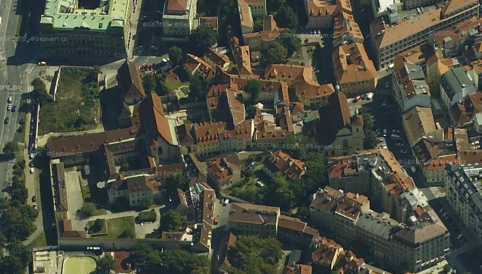 Prague_roofs_top_2.jpg
